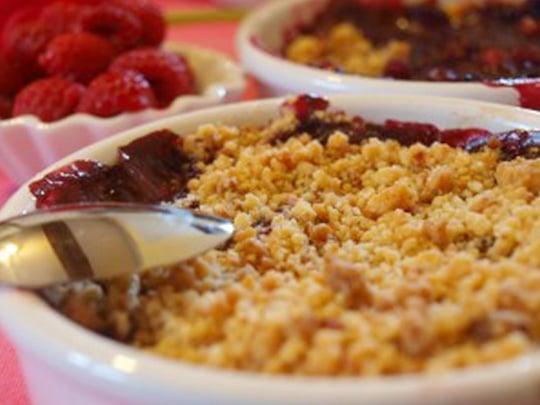 crumbles aux fruits maison au petit-déjeuner