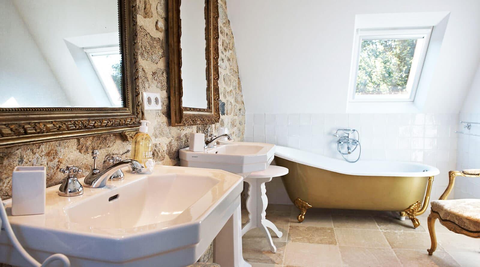 chambre d'hôte ouessant baignoire ancienne